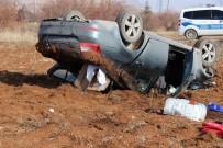 Otomobil Tarlaya Uçtu Açıklaması 2 Yaralı