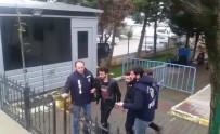 ARAÇ PLAKASI - İnternette Tanıştıkları Adamı Evinde Oklavayla Dövüp Gasp Ettiler