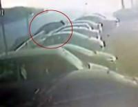 DENİZ POLİSİ - Sürücünün Aracıyla Denize Uçtuğu O Anlar Kamerada