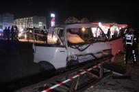 İZZET BAYSAL DEVLET HASTANESI - Bolu'da Otomobil Elektrik Direğine Çarptı Açıklaması 1 Ölü, 1 Yaralı