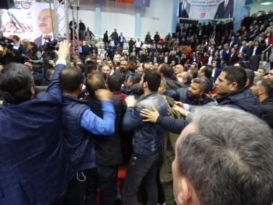CHP İzmir İl Kongresi'nde kavga