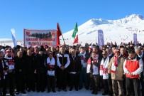 ANMA ETKİNLİĞİ - Kar Üstünde Yatan Öğrencileri Gören Herkes Cep Telefonuna Sarıldı