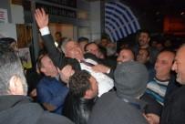 Seçimi 1 Oyla Kazanan Başkan Omuzlarda Taşındı