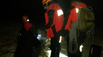 DONMA TEHLİKESİ - Uludağ'da Kurtarma Helikopterine Fırtına Engeli