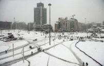 KÜRESEL ISINMA - 1 Yıl Önce Bugün Kara Teslim Olan İstanbul'da Şimdi Sıcak Hava Hakim
