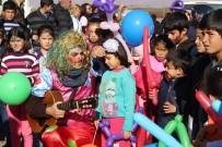 500 Kilometreden Gelip, Çocukların Gönlünü Isıttılar