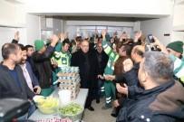 TAŞERON İŞÇİ - Belediye İşçileri Kadro Sevincini Çiğköfte Yoğurarak Kutladı