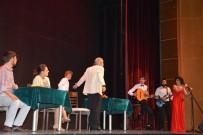 FARUK GÜNAY - 'Berber' Oyunu Efeler'de Ayakta Alkışlandı