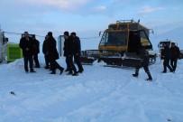 AYRANCıLAR - Çaldıran Kayak Merkezinde Kar Sıkıştırma Çalışması