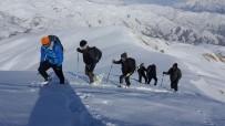 Hakkarili Dağcılardan Kış Tırmanışı