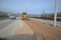 KALDIRIM ÇALIŞMASI - İstasyon Mahallesi Yapılan Çalışmalarla Güzelleşiyor