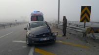 EVLİYA ÇELEBİ - Kütahya'da Polis Aracı Bariyerlere Çarptı Açıklaması 2 Yaralı