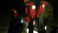 KURTARMA HELİKOPTERİ - Mahsur Kalan 3 Kişi İçin Kurtarma Çalışmaları Havanı Kararması Ve Uygunsuz Hava Koşulları Nedeniyle Durduruldu