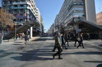MİTHAT PAŞA - Meşrutiyet Caddesi'ndeki 3 Üst Geçit Kaldırıldı