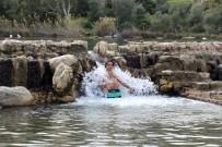 YÜZME - Ocak Ayında Göle Girip Şifa Arıyorlar