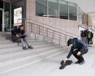 ŞENYURT - Okul Harçlığını, Dondurucu Soğukta Gitar Çalarak Çıkartıyor