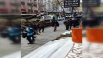 DEKORASYON - Fren Yerine Gaza Basan Kadın Sürücü Merdivenlere Daldı