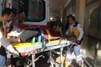 KARAKÖPRÜ - Otomobil Kucağında Bebeği Olan Anneye Çarptı
