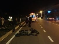 TATİL KÖYÜ - Ters Şeritten Giden Motosiklet Sürücüsü Kaza Yaptı
