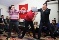 FOLKLOR - Uşak'ın Köy Konaklarında Eski Kültürler Yaşatılıyor