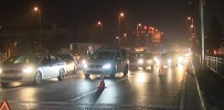 VATAN CADDESİ - Vatan'da 3 Kişi Yaralandı Açıklaması Trafik Kilitlendi