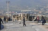 ELEKTRİK DİREĞİ - Virajı Alamayan Beton Mikseri Devrildi