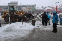 KIŞ MEVSİMİ - Çaldıran Kardan Temizleniyor