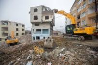 MUSTAFA YıLDıRıM - Gaziosmanpaşa'da 50 Dairelik 4 Binanın Yıkımı Gerçekleşti