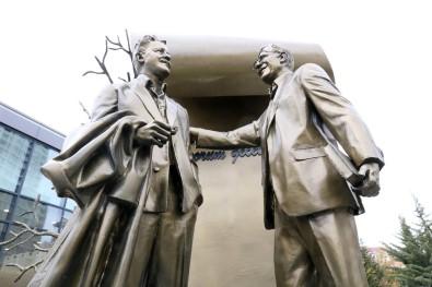 Nazım Hikmet ve Zülfü Livaneli anıtı açılıyor
