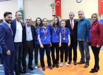 CELAL SÖNMEZ - Osmangazi'de Badminton Turnuvası