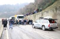 KARAKÖPRÜ - Otomobil Uçuruma Yuvarlandı, Burunları Bile Kanamadı