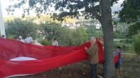 YEŞILÇAY - Sosyal Medyadan Kampanya Yapıp Köylerine Dev Türk Bayrağı Diktiler