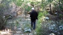 KAÇAK KAZI - Tarihi Kaya Mezarları Define Avcıları Tarafından Tahrip Edildi