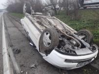 TEM'de Otomobil Ters Döndü Açıklaması 3 Yaralı