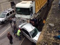 MADEN İŞÇİSİ - Tır Otomobili Biçti; 1 Ölü 2 Yaralı