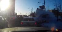 KADIN SÜRÜCÜ - Yaşlı Kadının Kullandığı Otomobil Araçların Arasına Daldı