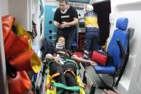 YOLCU MİDİBÜSÜ - Yolcu Midibüsü Su Kanalına Düştü Açıklaması 3 Yaralı