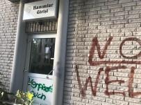 GAMALı HAÇ - Almanya'da camiye ırkçı saldırı