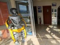 BİLİM MERKEZİ - Atık malzemelerden 'çevreci' robot yaptılar