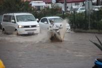 BITEZ - Bodrum'da Beklenen Yağış Gerçekleşti, Sokaklar Göle Döndü