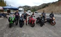 Genç Motosikletçi Bariyerlere Çarparak Hayatını Kaybetti
