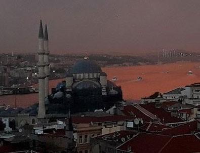 İstanbul kızıla boyandı, görenler hayran kaldı