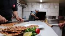 MEHMET USTA - Konya'nın 62 Yıllık Etli Ekmek Ustası
