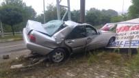 Otomobil Yön Tabelasına Çarptı Açıklaması 1 Yaralı
