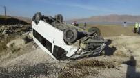 ŞERİT İHLALİ - Van'da Öğrenci Servisi Kaza Yaptı Açıklaması 10 Yaralı