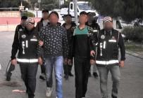 KAÇAK GÖÇMEN - Çeşme'de 67 Göçmeni Kaçırmak İsteyen İki Suriyeli Tutuklandı