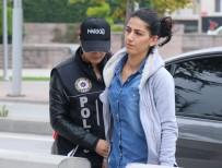 Ev Hanımı Kadının Makyaj Çantasından 3 Kilo Esrar Ele Geçirildi