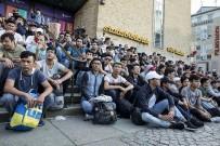 SIĞINMACI - İsveç'te Sınır Dışı Edilen Mülteci Genç İntihar Etti