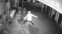 FERMUAR - Kapüşonlu Hırsızlar Önce Kameraya Sonra Polise Yakalandı