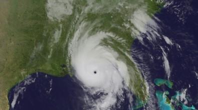 Michael Kasırgası Florida kıyılarını vurdu
